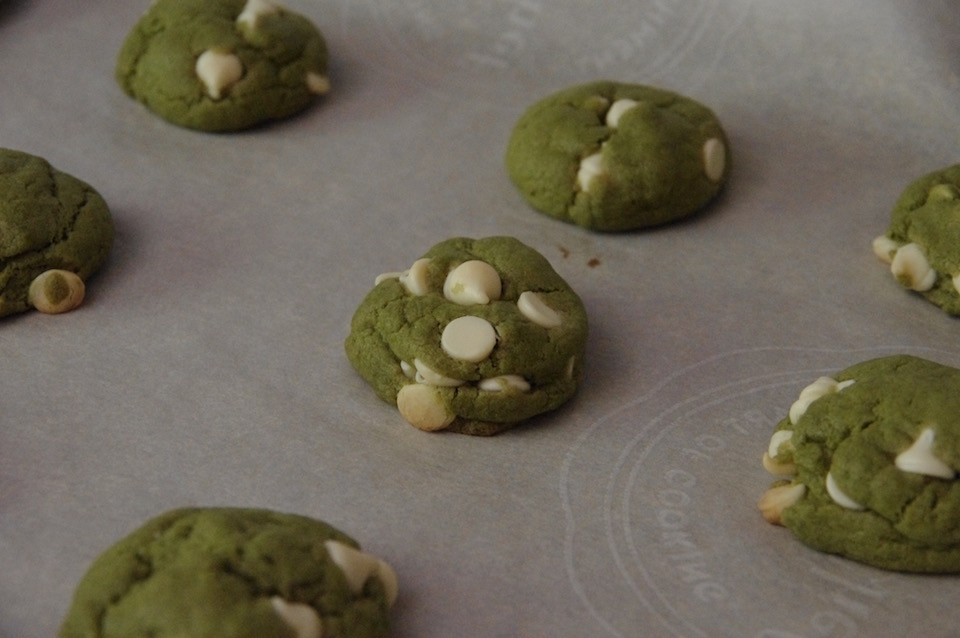 baking-matcha-white-chocolate-cookies