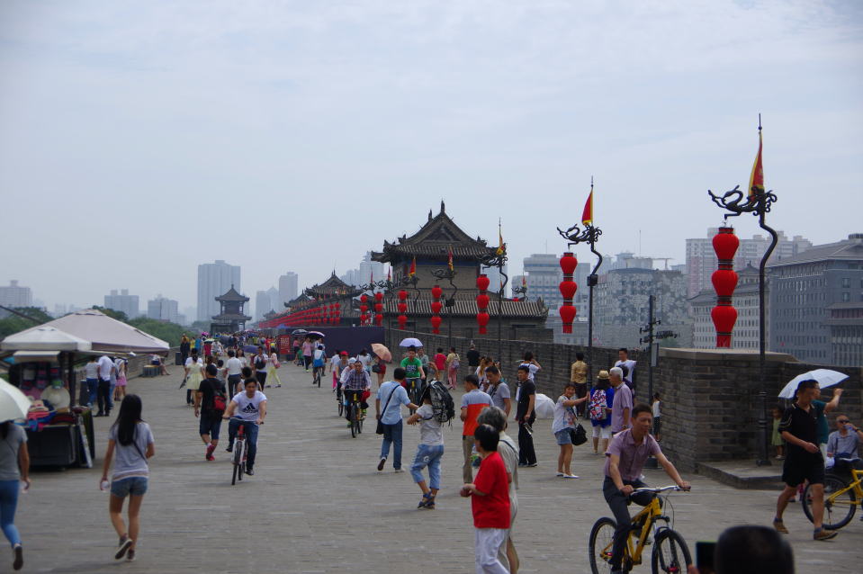 biking-xian-city-wall