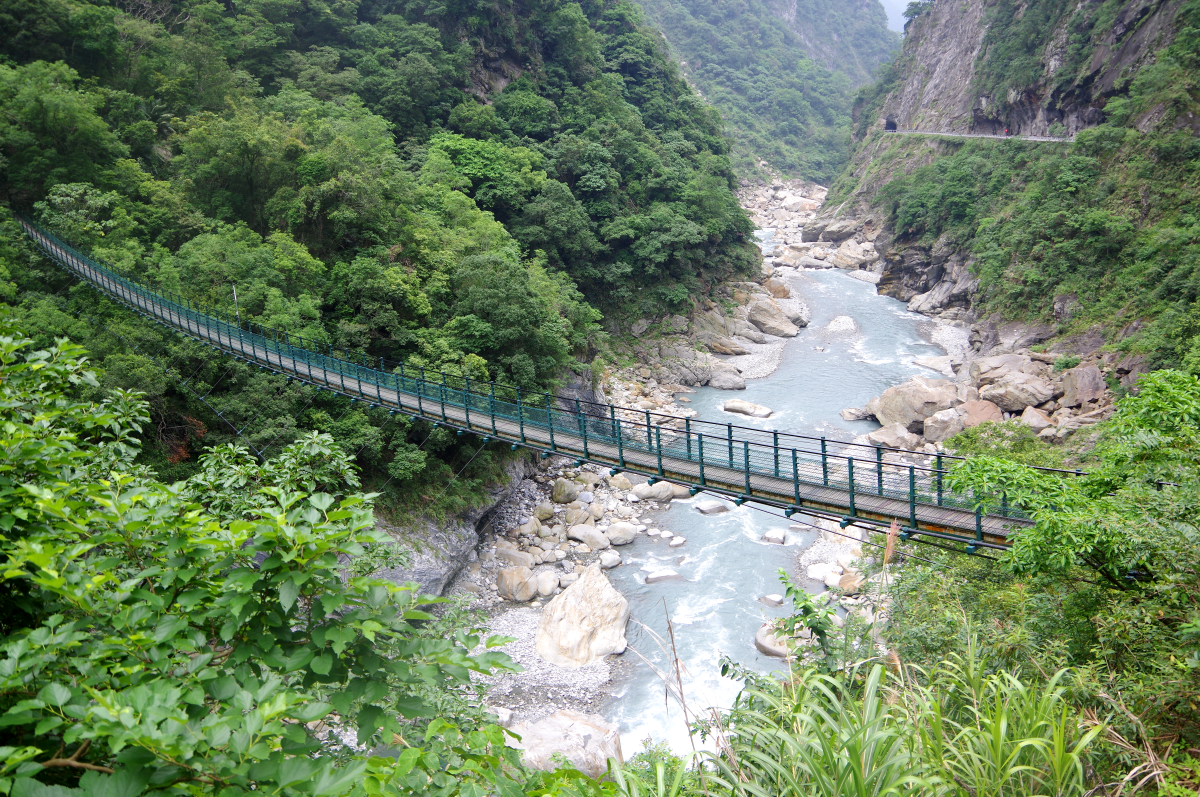 taroko-gorge-small-bridges