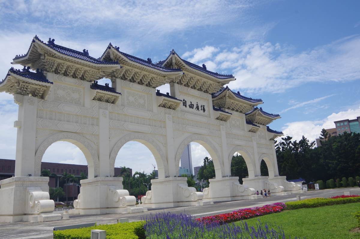 Chiang-Kai-shek-Memorial-Hall-gate2