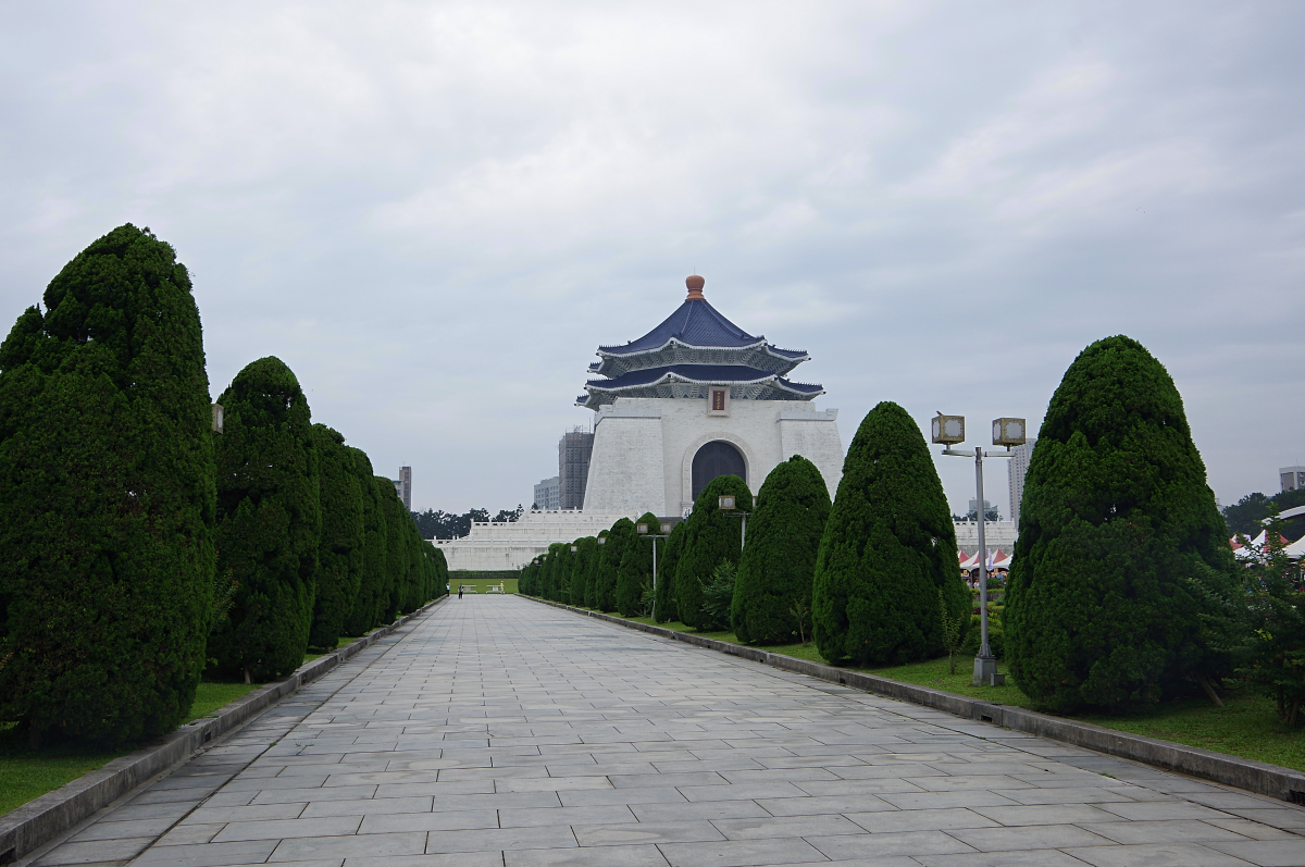 Chiang-Kai-shek-Memorial-Hall-path
