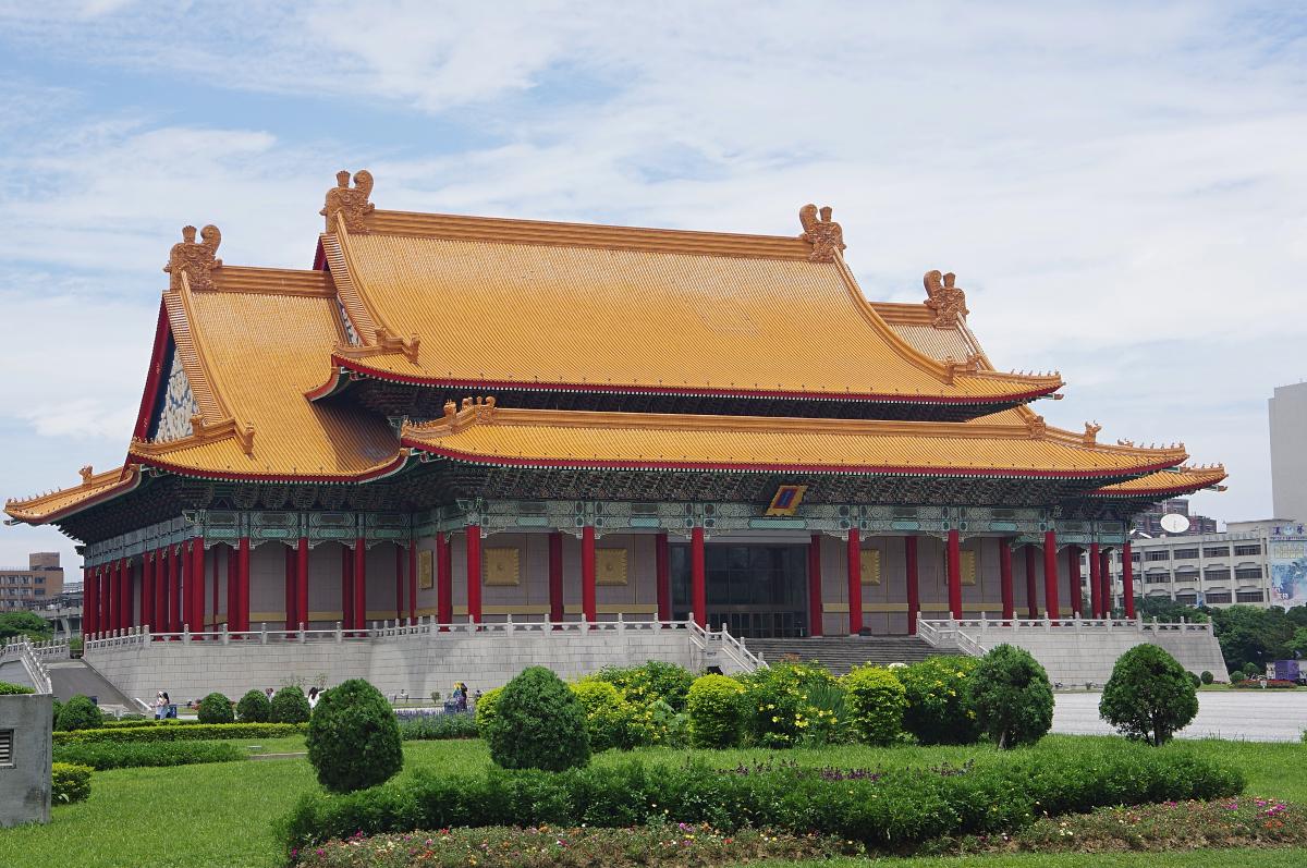 Chiang-Kai-shek-Memorial-courtyard