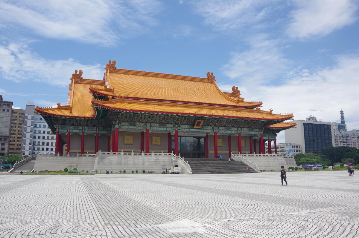 Chiang-Kai-shek-Memorial-courtyard2