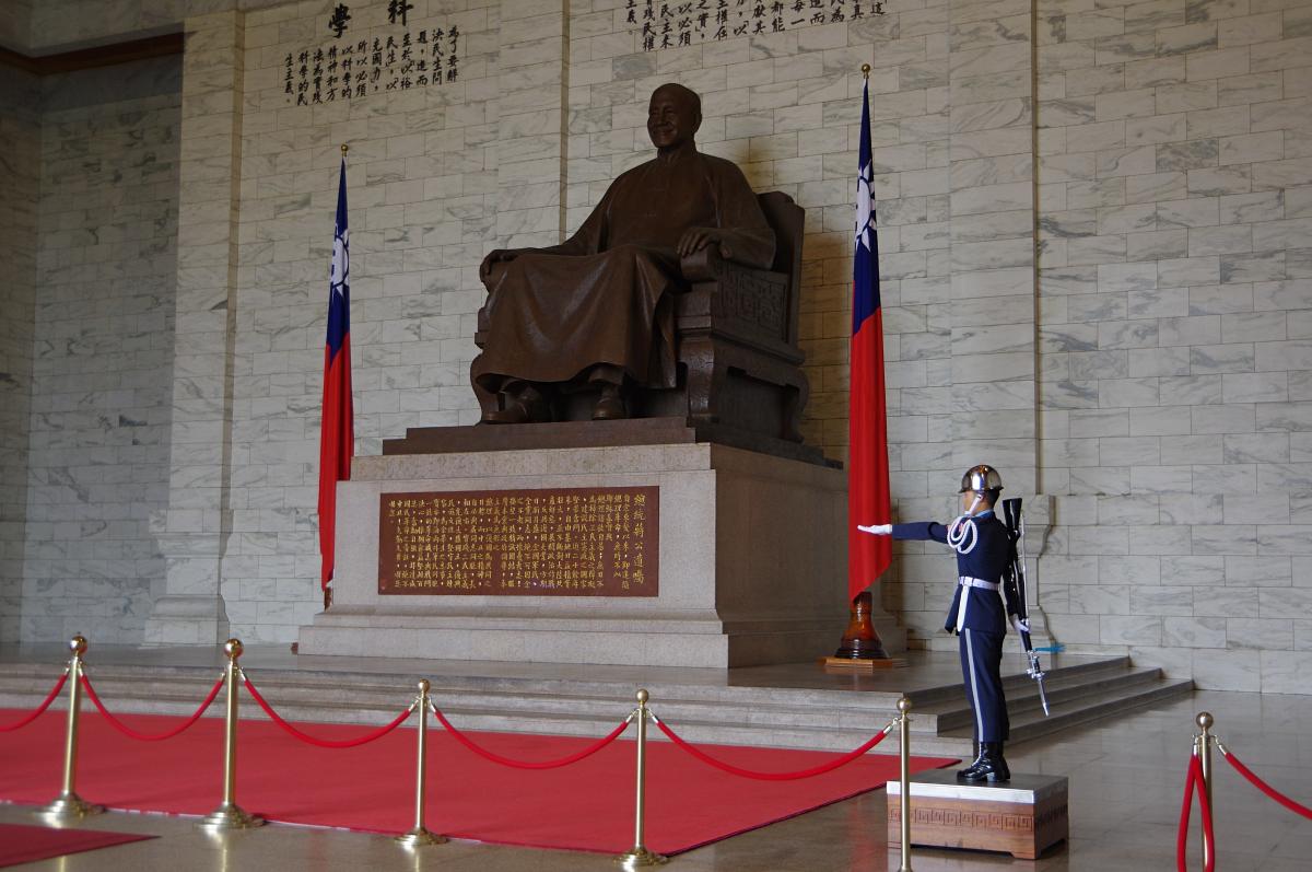 Chiang-Kai-shek-Memorial-statue
